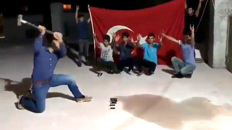 """CBS News: сторонники Эрдогана устроили в Турции """"айфоновые погромы"""""""
