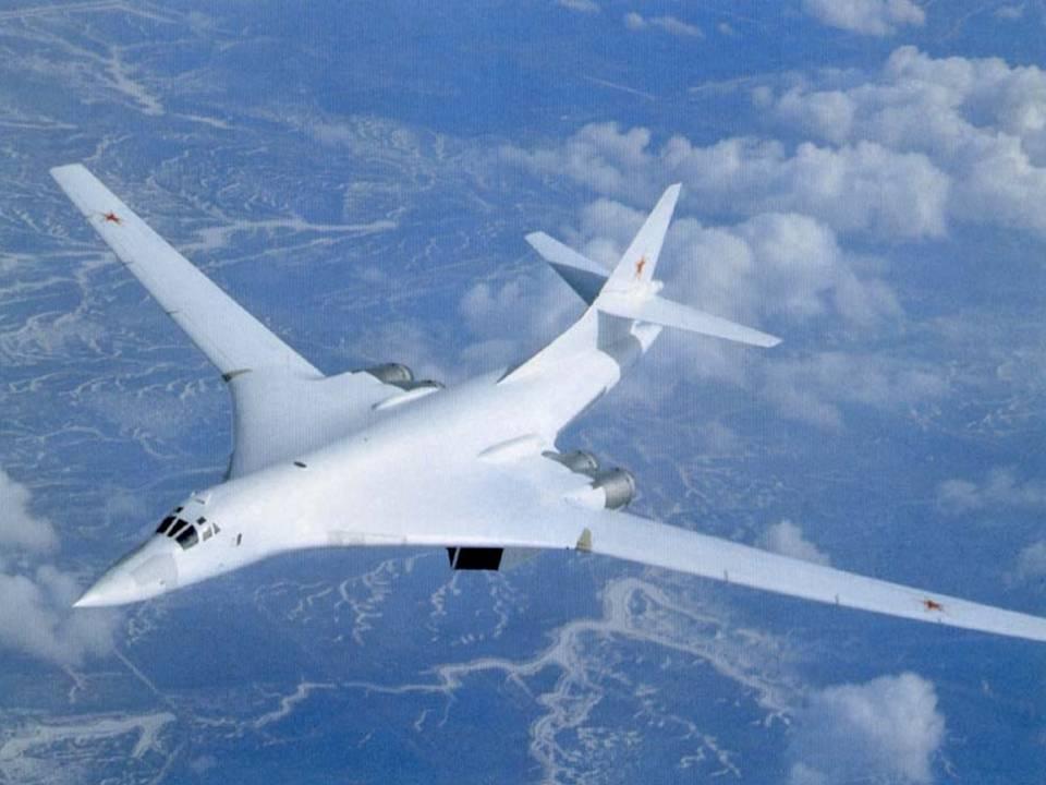 Российские Ту-160 десять часов провели в небе над Карибским морем (На отдельных этапах их сопровождали венесуэльские истребители Су-30 и F-16)