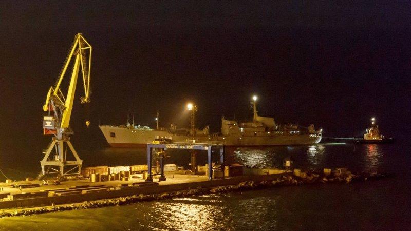 Цена за цирк: кораблям ВМСУ пришлось заплатить РФ за проход в Азов как барже на буксире