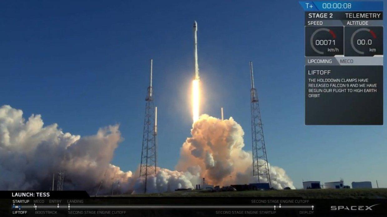 SpaceX впервые вернула первую ступень Falcon 9 на космодром в Калифорнии