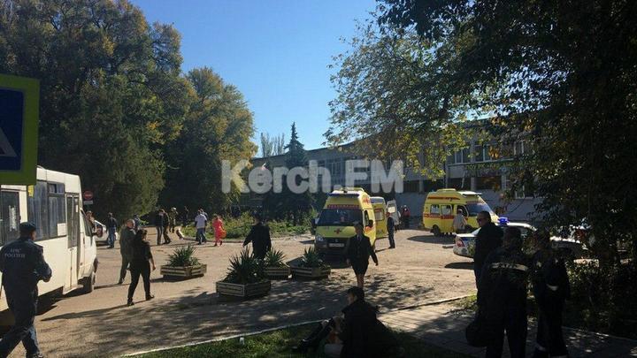 """""""Вахтерша не пускала, они ее и убили"""": Очевидец заявил, что нападавших на колледж в Керчи было несколько"""