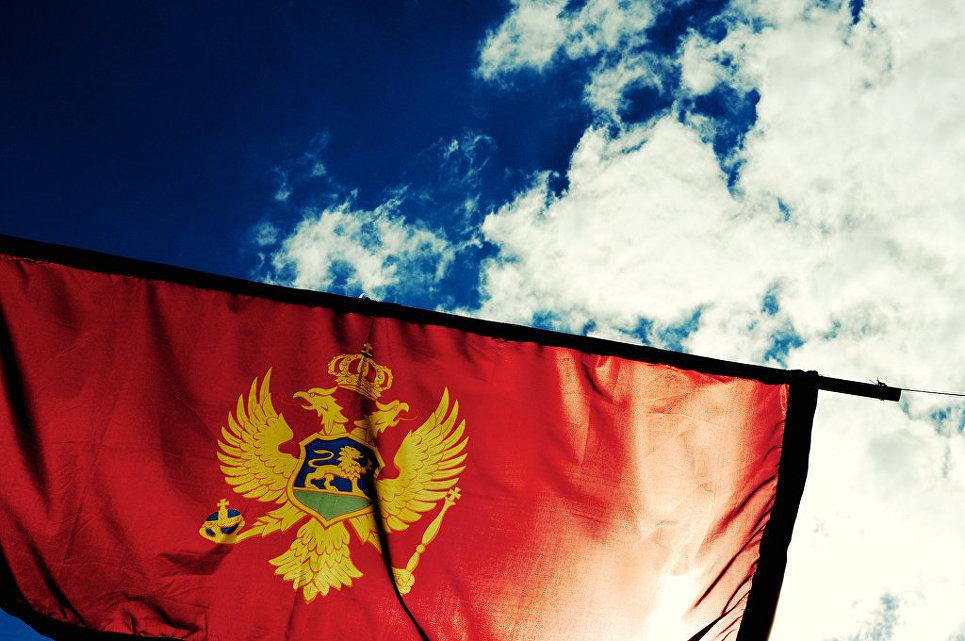 В Черногории проходит массовый протест оппозиции в желтых жилетах