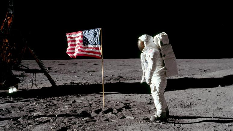 Чтобы вернуться на Луну, космонавтам нужны новые скафандры (Американский профессор: лунные экспедиции США не стоили потраченных средств )