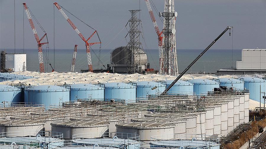 """Японские эксперты предложили слить воду с АЭС """"Фукусима-1"""" в океан"""