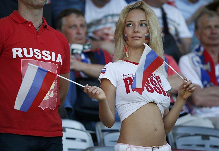 Британский эксперт по разведке считает, что Россия может использовать девушек для соблазнения футболистов сборной Англии