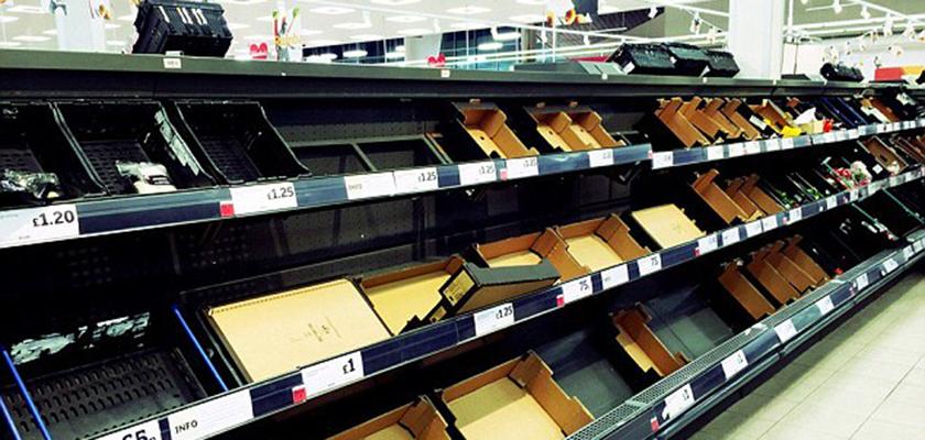 В Европе начали нормировать продажу овощей. В супермаркетах Британии, Норвегии и Дании пустые полки, оставшееся строго контролируют: отпускают не больше 3-х упаковок салата и пары брокколи на человека