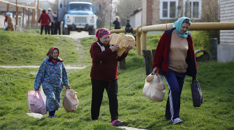 """""""Денег не хватает даже на продукты"""". ВЦИОМ: 10% россиян не хватает денег на еду, 29% - на одежду. Это худший результат по майским замерам с кризисного 2009 года"""