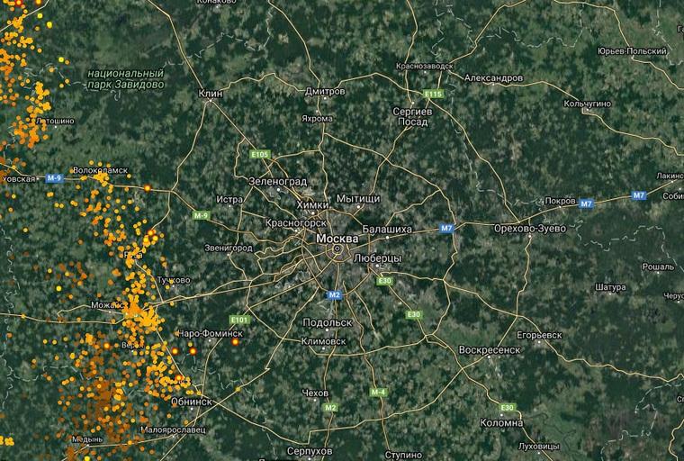 Вторая волна урагана подходит к Москве. Есть первая жертва упавшего дерева (Видеотрансляция)