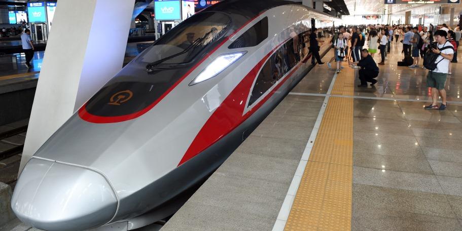 """Китай 21 сентября запустил в коммерческую эксплуатацию самый быстрый в мире постоянно эксплуатируемый высокоскоростный состав модели """"Фусин"""" (Fuxing - """"Возрождение"""")"""