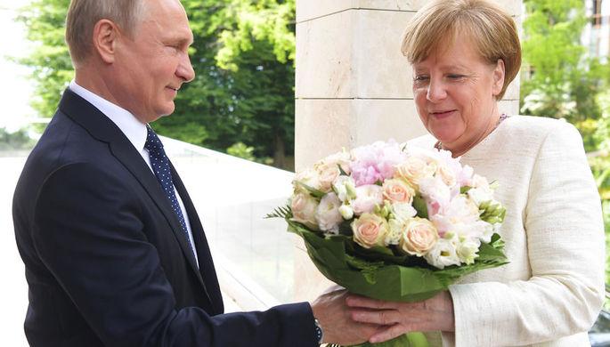 Пресс-конференция Президента России Путина и Канцлера Германии Меркель в Сочи (в эфире)