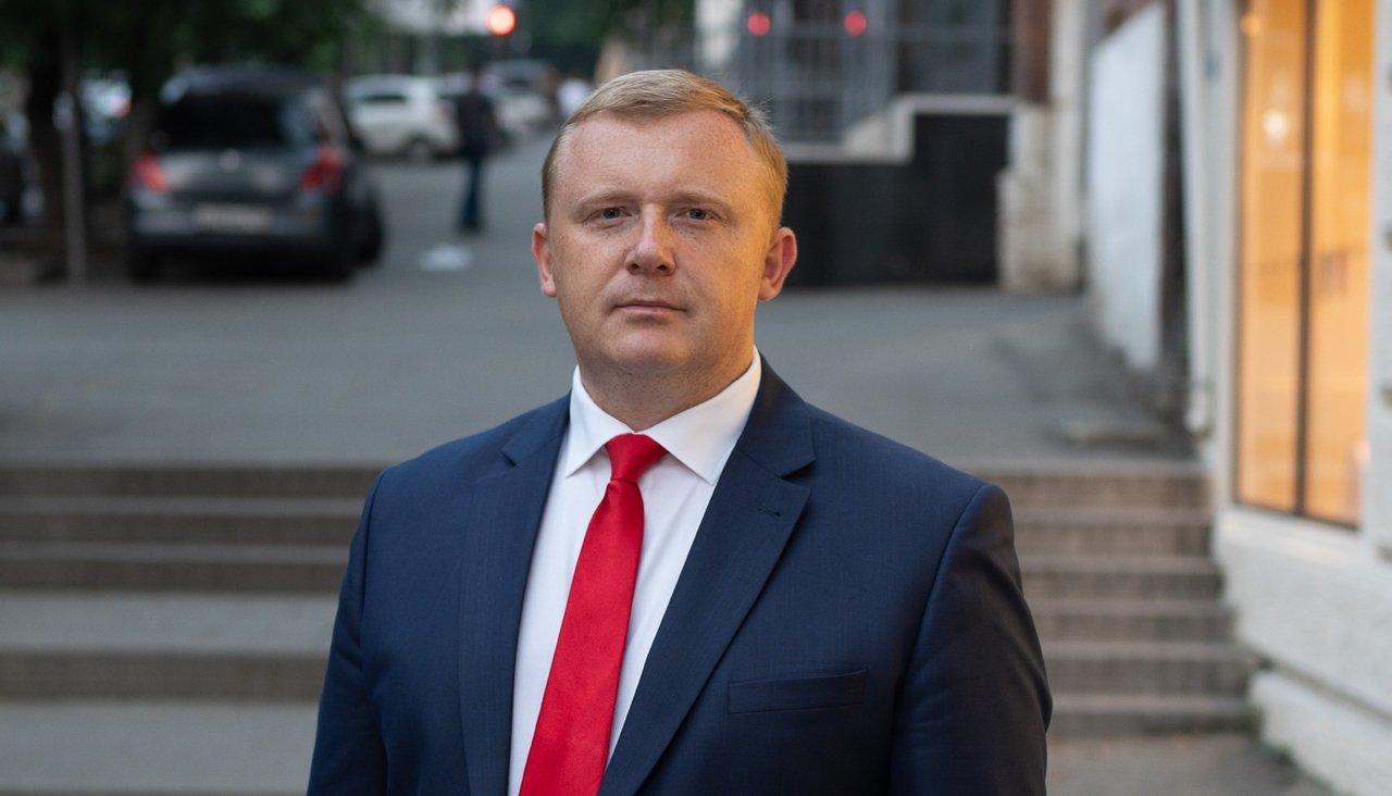 [Попали] В Кремле наблюдают за выборами главы Приморского края. Тарасенко обогнал своего конкурента на 0,5%, набрав 49,02%. Ищенко объявил бессрочную голодовку
