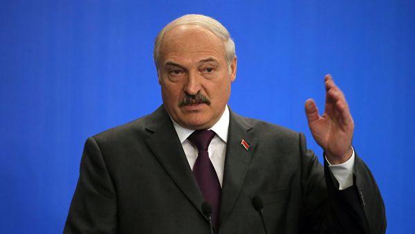 """[Кому - война, а кому...] Президент Белоруссии: """"Это недоразумение - иначе не назовёшь - надо заканчивать... Братские республики, народы... Делаем нашим врагам и соперникам подарок своими руками"""""""