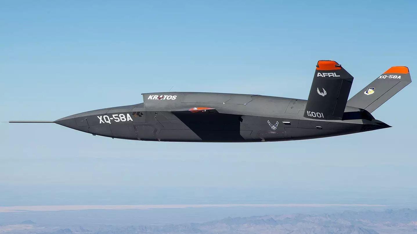 Американские военно-воздушные силы испытали беспилотный летательный аппарат нового поколения Kratos XQ-58A Valkyrie. Первый полет продлился около 70 минут