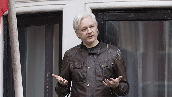 Британская полиция арестовала основателя WikiLeaks Джулиана Ассанжа. Его взяли под стражу в отделении в центре Лондона