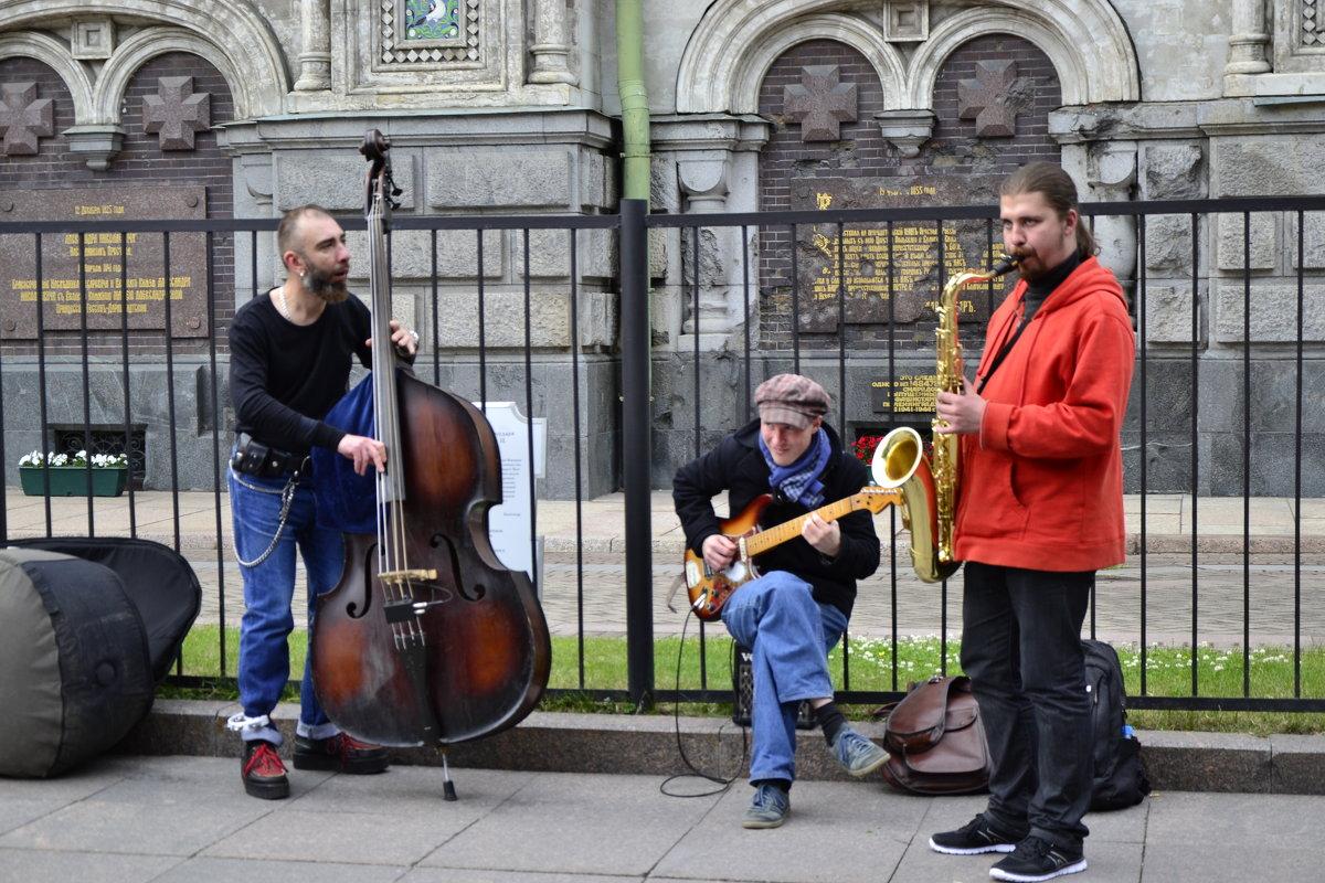 В Петербурге хотят запретить самовольные концерты уличных музыкантов