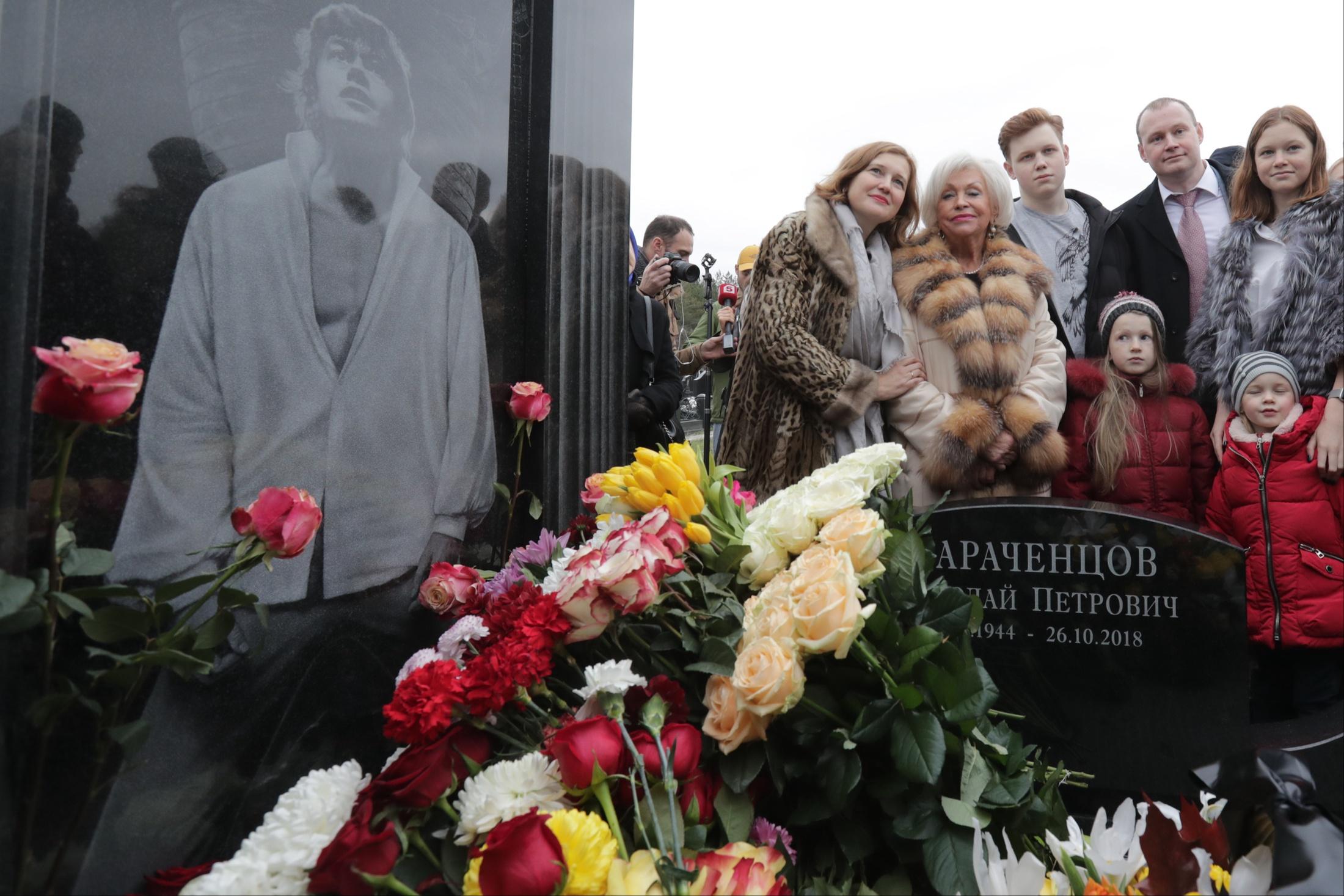В день 75-летия Николая Караченцова ему открыли памятник