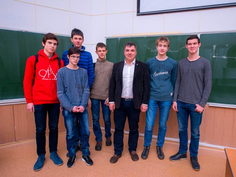 Шестеро российских школьников взяли пятую часть (6) всех золотых медалей на Международной естественнонаучной олимпиаде юниоров