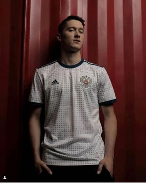 Сборная России по футболу представила новую гостевую форму