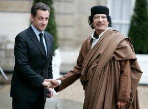 Он взял деньги, а расплатился бомбами. Наследники Каддафи обвиняют Саркози