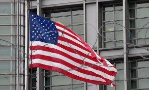 Администрация Трампа высылает 60 российских сотрудников и закрывает консульство в Сиэтле в ответ на отравление бывшего шпиона в Британии