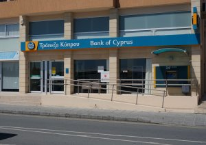 Банки Кипра разрешили россиянам вывести деньги с замороженных счетов