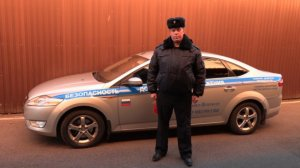 Петербургский полицейский спас жизнь автомобилисту (Год назад этот же полицейский спас мужчину, который пытался покончить с собой)