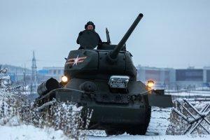 Эшелон с танками Т-34 из Лаоса прибыл в Красноярск