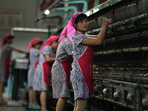 Зарплата северокорейских работников на китайских предприятиях сократилась в разы