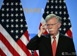 Болтон сообщил о планах США лишить Кубу венесуэльской нефти