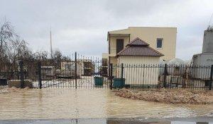 """Москали сдули море на нас"": Кирилловку затопило, на российском Азове - сильнейший отлив за последние 50 лет"