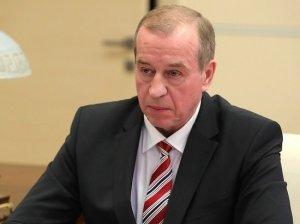 Губернатор Левченко не видит смысла в повышении зарплаты бюджетникам: он раскритиковал майские указы Путина и уличил федеральный центр в бессистемности