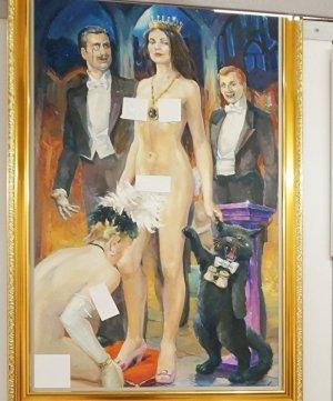 В Екатеринбурге на выставке картины с обнаженными женщинами заклеили стикерами