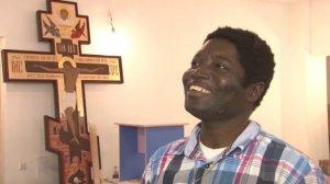 """""""Ликом черен и прекрасен"""": в храме Уфы алтарником служит уроженец Конго"""