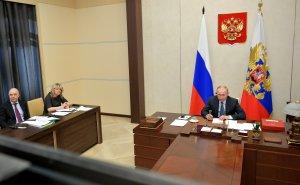 """Президент России принял участие вэкстренном саммите """"Группы двадцати"""", который проходит вформате видеоконференции."""