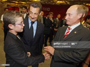 """Начало войны и троекратное отрицание Путина - """"Нет, нет, нет!"""". 13 страниц мемуаров Николя Саркози"""
