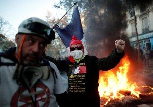 Акция протеста в Париже переросла в беспорядки   (Во Франции проходят протесты…