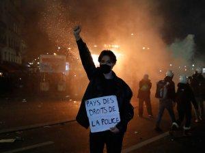 """""""Мечта неофашистов"""": французам не понравился запрет фотографировать…"""