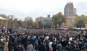 Оппозиция вЕреване призвала Пашиняна уйти мирно инедоводить…