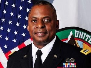 Новым шефом Пентагона впервые назначен…