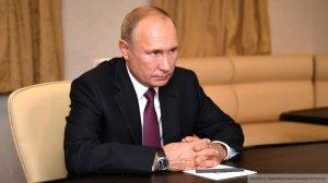 Путин заморозил оклад госслужащих до2022…
