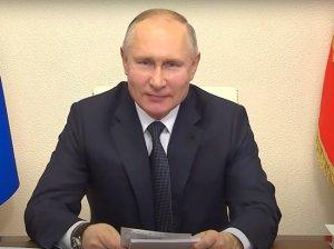 """Попросившему у Путина акции """"Газпрома"""" школьнику подарили пряник и портрет…"""