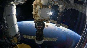 Экипаж МКС сможет встретить Новый год 16…
