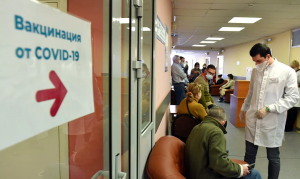 Инфекционист: вакцинация 50% россиян обеспечит возвращение к привычной…