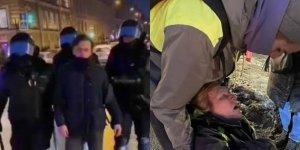 На видео попал сотрудник, ударивший пожилую женщину ногой в…