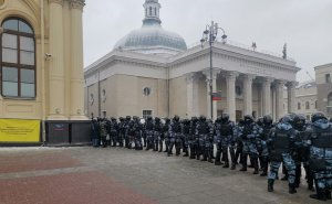 На площади трех вокзалов в Москве произошли стычки протестующих и…