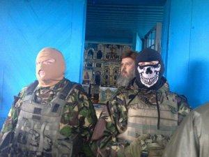 ПЦУ и украинские националисты вместе громят православные приходы на…