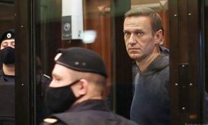 Суд отправил Навального в колонию более чем на 2,5…