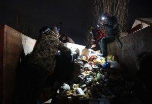 Полиция Портланда выставила у мусорных контейнеров кордоны для защиты от…
