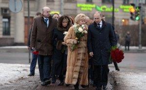 Нарусова удивилась, что россиянам не запрещено проводить одиночные…