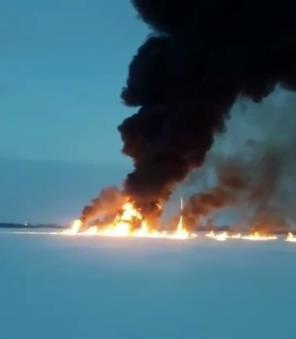 Под Нижневартовском загорелась река…
